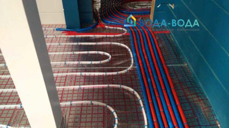 Реализована комбинированная система отопления теплым полом и радиаторами.